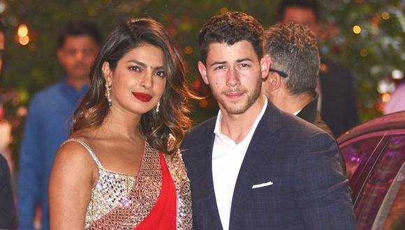 """""""Dos días, dos bodas y ahora dos años. Me sentí muy honrado de casarme con @priyankachopra en su país de origen, en una boda tradicional hindú. No puedo creer lo afortunado que soy y lo rápido que ha pasado el tiempo. Feliz aniversario hindú hermosa"""", expresó el cantante de 28 años. / AFP PHOTO / SUJIT JAISWAL"""