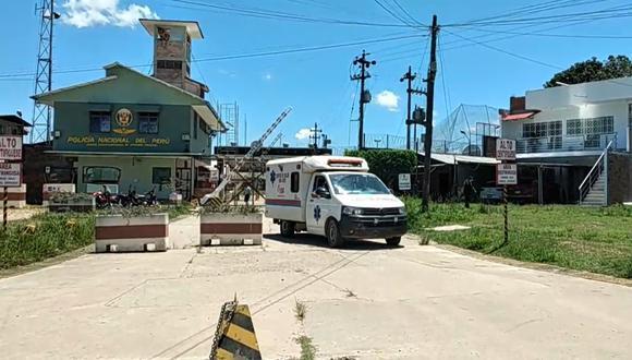 Ambulancia del centro de salud San José trasladando a los heridos tras el aterrizaje forzoso de un helicóptero de la Marina de Guerra del Perú. (Foto: captura de Facebook | La Voz Ucayalina Perú)