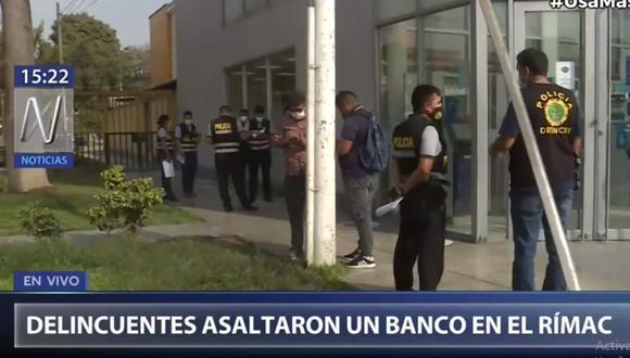 Hasta la agencia del BBVA llegaron agentes de la Dirincri para iniciar las investigaciones. (Canal N)