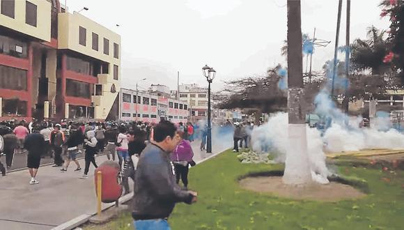 Gas lacrimógeno y conatos de bronca en primer día de paro de los ediles