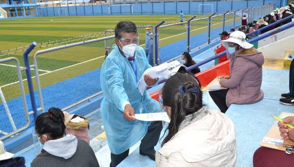 En la ciudad de Azángaro, miles de postulantes esperan iniciar estudios superiores.