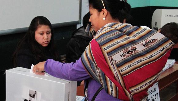 El proceso electoral del 11 de abril se desarrollará en plena pandemia por el COVID-19, así que se debe evitar las aglomeraciones. (Foto: STR / AFP)