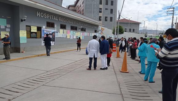 Sindicato de Trabajadores y Cuerpo Médico hicieron plantón afuera del nosocomio