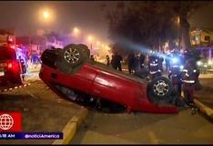Auto de suboficial de la Policía terminó volcado en San Juan de Lurigancho (VIDEO)