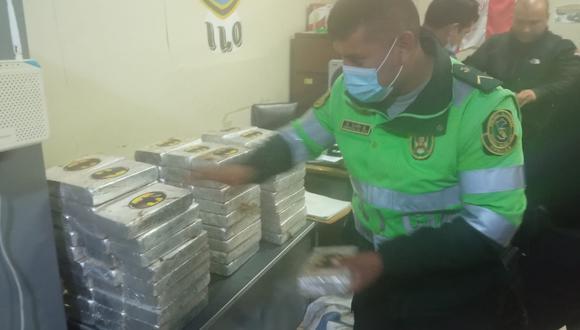 Efectivos de la Policía de Carreteras trasladaron los bloques con cocaína a la sede policial