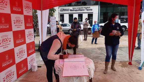 Libro conmemorativo por la independencia el Perú fue llenado por la población