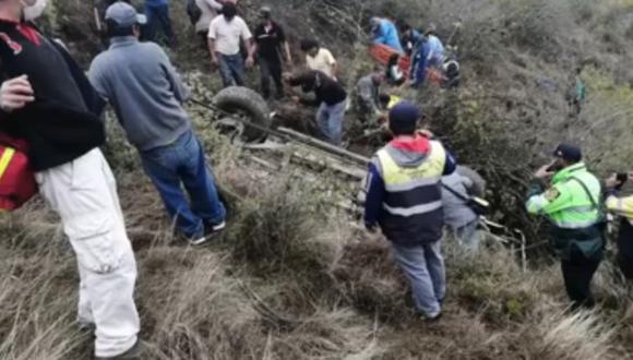 La Libertad: Padres de alcalde de centro poblado de San José de Porcón mueren al caer camioneta a abismo de 500 metros de profundidad, en Santiago de Chuco.