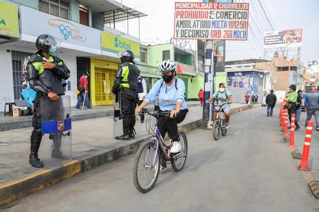 La bicicleta se ha convertido en una importante herramienta de transporte y trabajo durante la pandemia. (Foto: MuniLima)