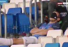 Gareth Bale fue captado en el banquillo y los ojos tapados con una mascarilla