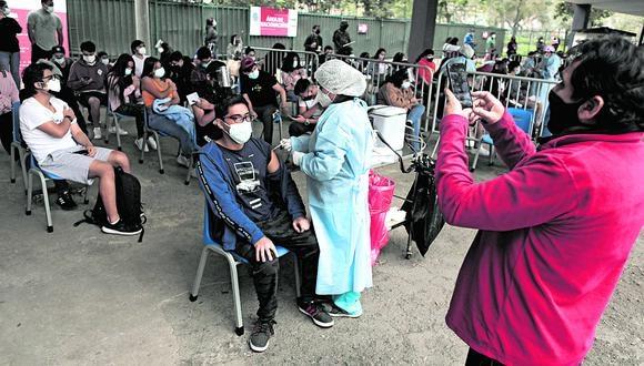 El lunes 11 de octubre inició la vacunación contra el coronavirus (COVID-19) a mayores de 18 años a nivel nacional. Fotos: Leandro Britto / @photo.gec