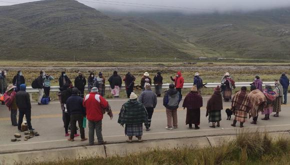 Los familiares mostraron su malestar frente a los atropellos y abusos en contra de los trabajadores. (Foto: Juan Choquetocro)