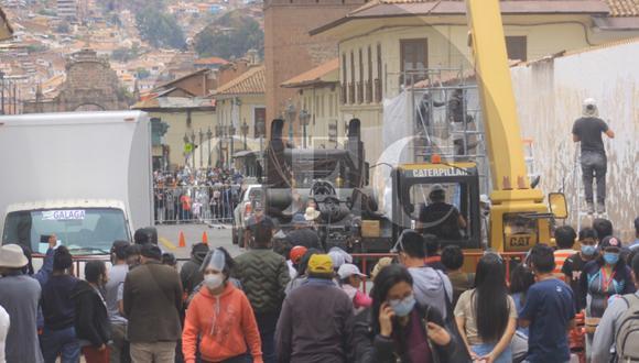 """Calles aledañas al Mercado Central de San Pedro, en Cusco, vienen sufriendo remodelaciones para las nuevas escenas de acción de la película """"Transformers, el despertar de las bestias"""". (Foto: Oscar Guerrero/GEC)"""