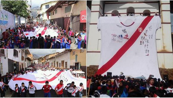 Camiseta gigante de la Selección Nacional llegó a Huamachuco (FOTO Y VIDEO)