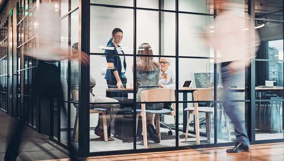 Los intraemprendimientos permiten salir de esa estructura para hacer cosas distintas, y de paso atraen talento digital a las empresas.  (Foto: iStock)