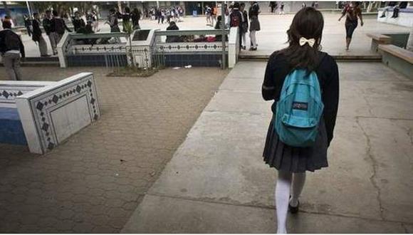 """Hombre abusó de su hijastra y se excusó diciendo que ella """"ya tenía experiencia sexual"""""""