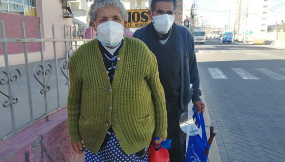 Antonia e Hilario tienen 80 años y pese a la edad, decidieron acudir a votar| Fotos: Albetty Lobos