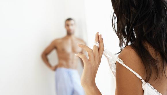 Estudio advierte cuál es la posición sexual más peligrosa para los hombres (VIDEO)