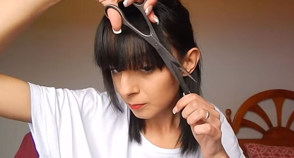 Para cortarse el flequillo hay que tener mucho cuidado y buen pulso. (Foto: captura YouTube RSR MAKEUP)