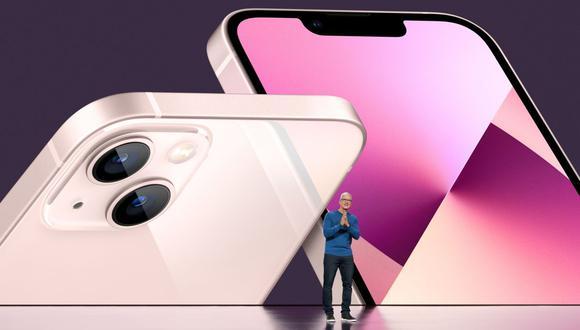 La principal mejora respecto al modelo del año pasado es que todas las versiones del iPhone 13 son capaces de captar más cantidad de luz en poco tiempo. (Foto: EFE)