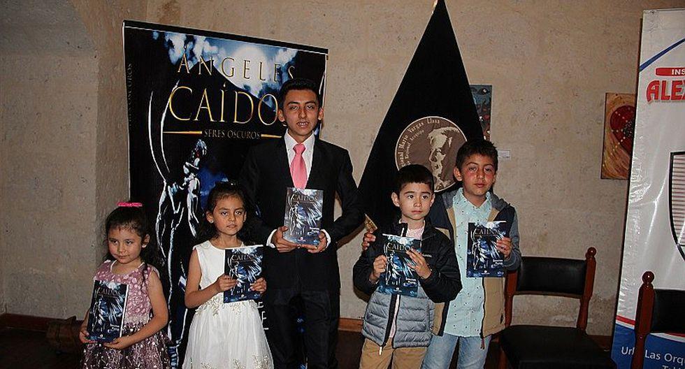 Escritor arequipeño a sus 15 años presenta novela fantástica