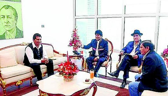 Aduviri asiste a cita con Evo Morales en una Bolivia dividida