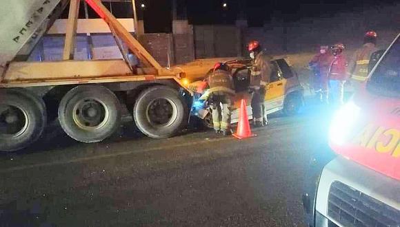 Chofer de tico muere al chocar contra un camión de la empresa Yura