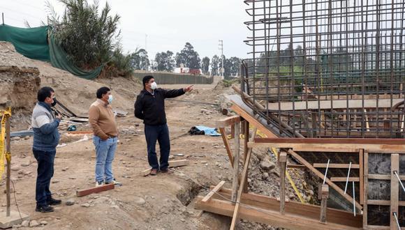 Supervisan avance de la construcción del nuevo puente Chamorro en Chincha.