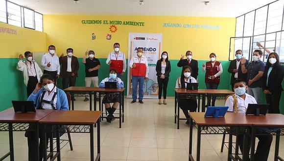 22 alumnos de un colegio en Razuri son los primeros en recibir tablets