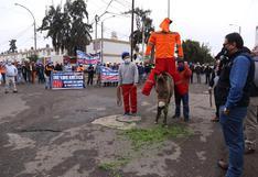 Obreros llevan burro al Gobierno Regional de Tacna en protesta