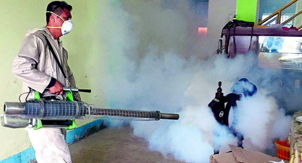 Fumigan viviendas en la provincia de Tambopata, en Madre de Dios, ante el preocupante incremento de casos de dengue que ha cobrado la vida de seis personas
