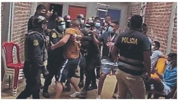 Policía multó a 29 personas que estaban reunidas en una vivienda sin respetar las normas sanitarias.