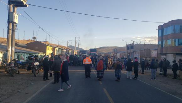 Piquete de huelguistas bloquearon varios tramos de la vía. (Foto: Difusión)