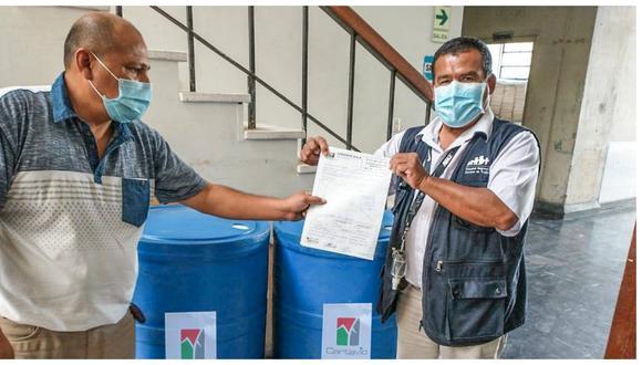 Donan alcohol para combatir el nuevo coronavirus. El Hospital Regional Docente de Trujillo recibió hasta la fecha 18,000 mil litros de alcohol.