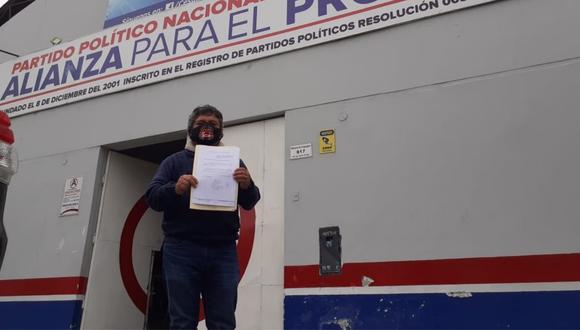 """Arturo Fernández asegura que hay """"cúpulas"""" en el partido político liderado por César Acuña y que """"está siguiendo el mismo camino del Apra""""."""