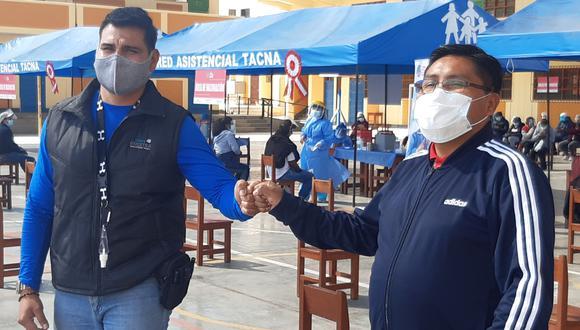 Jefe de desarrollo comunitario de Southern Hugo Valdivia y el gobernador de Tacna Juan Tonconi. (Foto: Correo)