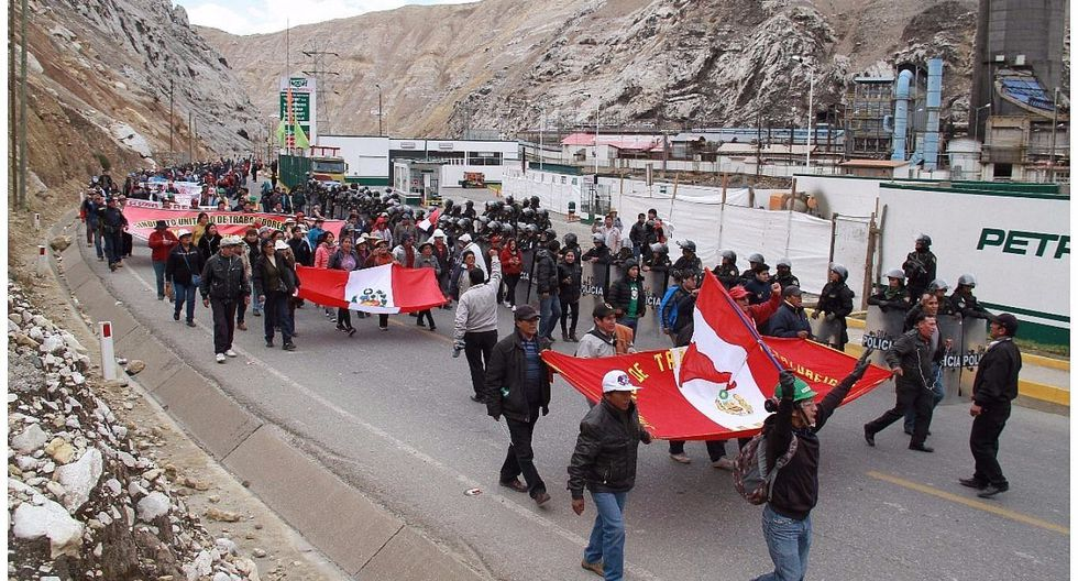 Mineros anuncian cierre de la Carretera Central a las 14:00 horas de hoy