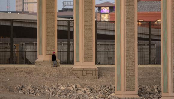 """Las niñas, dos hondureñas y tres guatemaltecas, fueron dejadas a su suerte este domingo """"en las inmediaciones de Eagle Pass, Texas"""". (Foto referencial: Pedro PARDO / AFP)"""