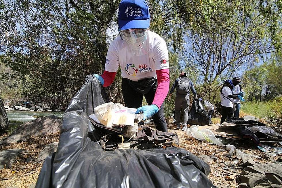 Jóvenes voluntarios limpian riberas del río Chili en Arequipa (FOTOS)