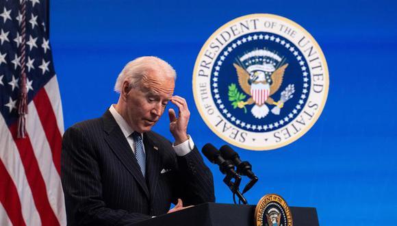 """Joe Biden firmó una serie de medidas ejecutivas, varias de ellas en materia migratoria y una de las cuales era esta moratoria en las deportaciones """"de ciertos no ciudadanos cuya deportación haya sido ordenada"""" para garantizar que Estados Unidos tenga un sistema migratorio justo y eficaz. (Foto: EFE/EPA/KEVIN DIETSCH / POOL)"""