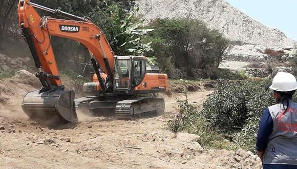 Contraloría registra cinco situaciones adversas en obra de camino vecinal en Chincha.