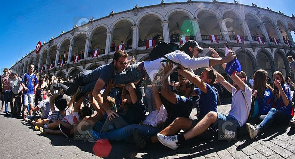 Residentes franceses festejaron el título mundial de fútbol  en Arequipa (FOTOS)