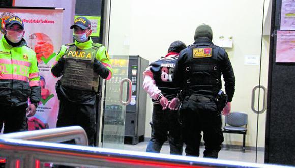 Detenido es llevado a la comisaría