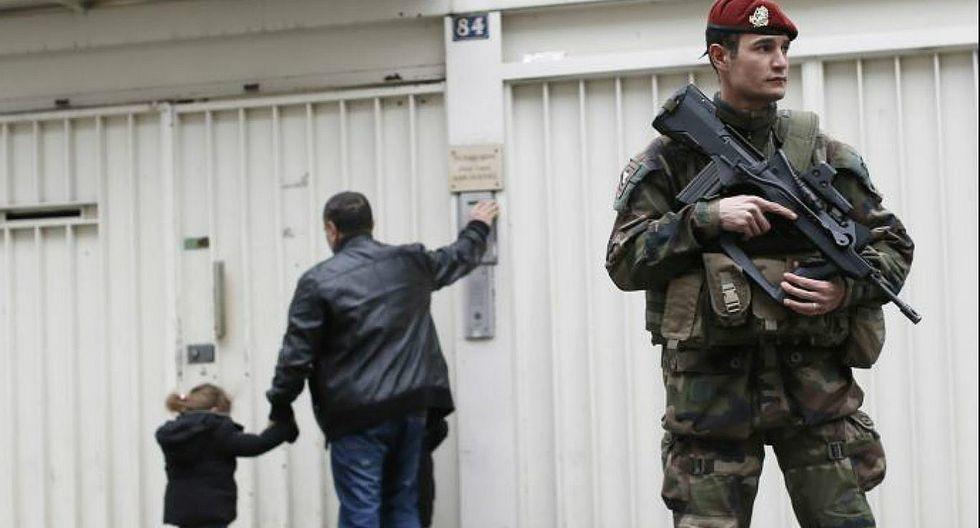 Niños franceses acudieron a su primer día de clases bajo fuertes medidas de seguridad
