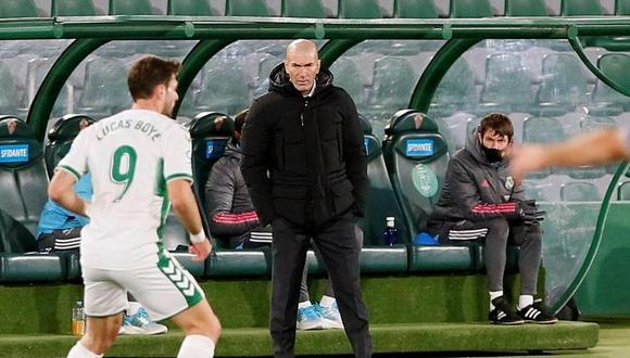 Zinedine Zidane está aislado por tener contacto con un positivo al coronavirus. (Foto: EFE)