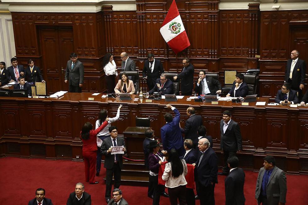 Congresistas de izquierda protestan en plena elección de miembros del TC (FOTOS y VIDEO)