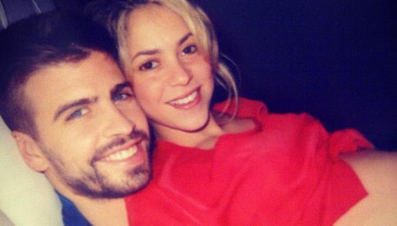 Shakira muestra su embarazo junto a Piqué en Twitter