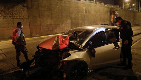 El accidente ocurrió a la altura de la avenida Benavides. (FOTOS: JOEL ALONZO/ @photo.gec)