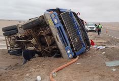 Camión y automóvil vuelcan en las carreteras por pistas resbalosas a causa de lluvia