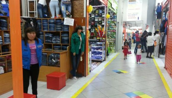 Establecimientos de Siglo XX, Suvaa y Fecetram abrieron para ofrecer sus productos con baja asistencia de compradores. (Foto: Correo)