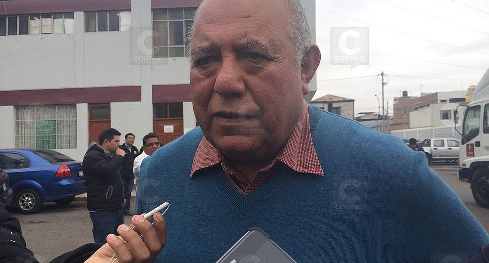 Alcalde se retira de acto por tardanza de gobernador Jiménez
